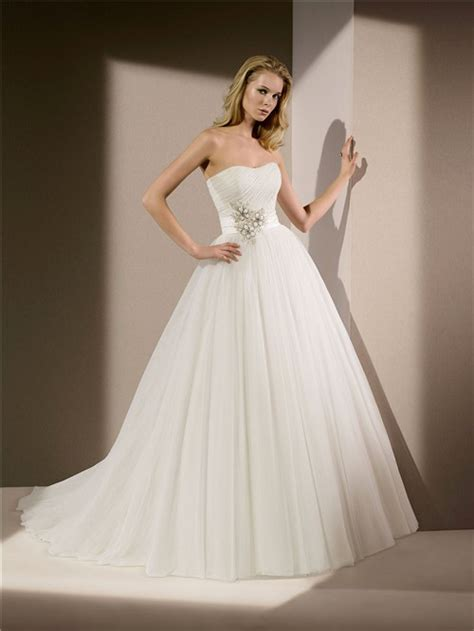 simple princess ball gown strapless tulle beaded wedding