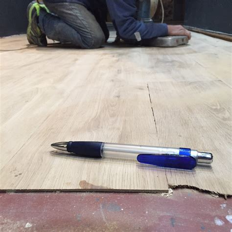 rivestire il legno rivestire il pavimento con lamelle ultrasottili di legno