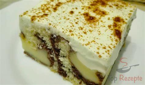 Kuchen Mit Pudding, Saurer Sahne Und Zimt