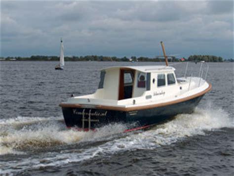 Motorboot Naar Engeland by Naturisme Op Een Motorboot