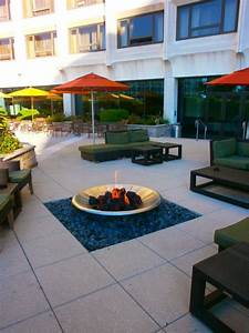 Terrasse mit feuerstelle hotel hilton washington in for Terrasse feuerstelle