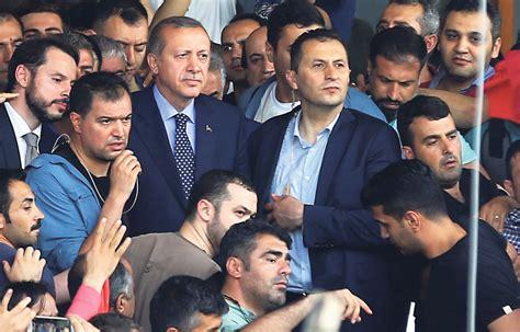 ) , né le à beyoğlu, est un homme d'état turc. Turquie : Erdogan écrase le coup d'État