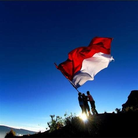 indonesia flag  top  semeru mountain mahameru