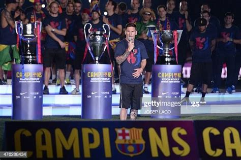 Barcelona's Argentinian forward Lionel Messi delivers a ...