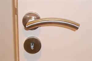 comment demonter la poignee d39une porte With demonter une poignee de porte d entree
