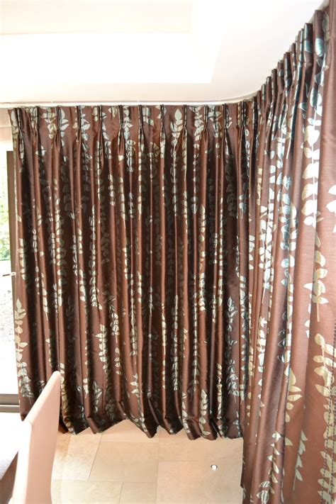 Pair Of High Quality Lined Curtains With Curved Rail And 6 X Voile Blinds Movie Poster Shower Curtain Black Cotton Curtains Snowflake Patchwork Fabric Wire Rod With Clips Pink Holdbacks Polished Brass Call Community Theatre