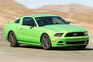 Ford Mustang 2013 : motor trend tests the 2013 ford mustang v6 premium mustangs daily ~ Melissatoandfro.com Idées de Décoration