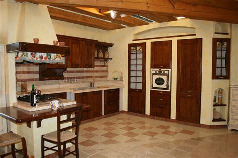 Immagini Cucine In Muratura Antiche by Cucina Caramel In Muratura Cucine A Prezzi Scontati