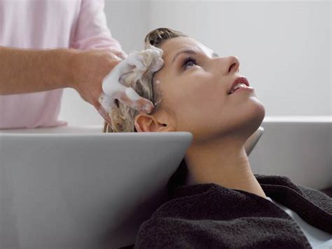hair salon etiquette how much should you tip your