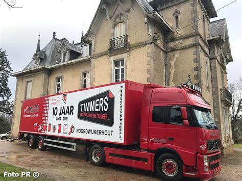 noordwijkerhouters helpen verhuizen en zijn aanwezig bij opening van chateau meiland