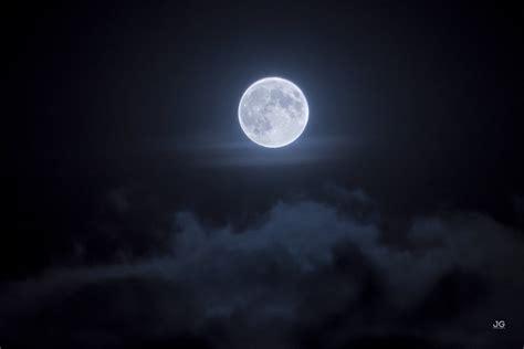 harvest moon  shines tonight  planetary show