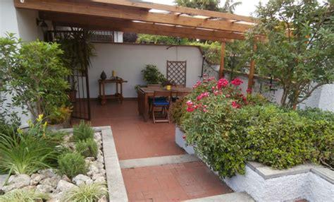 terrazzo fiorito da terrazzo a giardino incantato e fiorito leitv