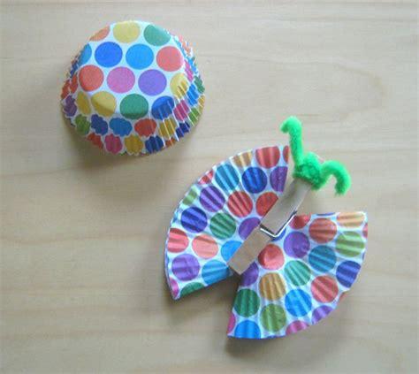 schmetterling falten kindergarten anleitung schmetterlinge aus klammern und papierf 246 rmchen basteln papier basteln basteln mit