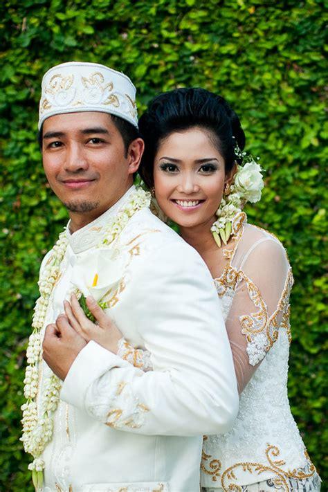 traditional indonesian wedding  bali junebug weddings