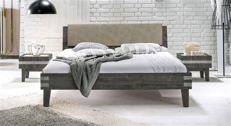 Doppelbett Im Industrielook Aus Akazie