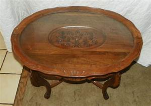 Walnut carved oval coffee table with glass tray ct51 for Antique coffee table with glass tray top