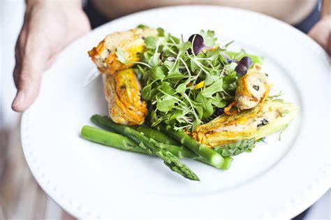 fleurs de courgettes farcies au couscous basilic fromage de chèvre