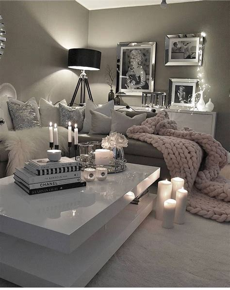 Living Room Decor For Small Rooms by Feminine Decor Decor For The Single In 2019