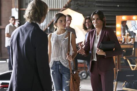 photo de arienne mandi dans la serie ncis los angeles
