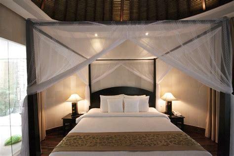 chambre avec lit baldaquin decoration lit a baldaquin