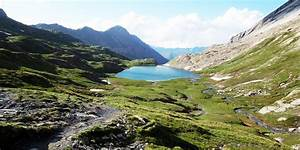 Le Vallon Des Lacs Et Le Col Agnel