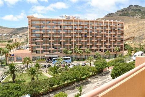 hotel vila baleira porto santo dalla piscina alla spiaggia picture of vila baleira