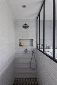 salle de douche esprit atelier carrelage graphique au sol With porte de douche coulissante avec carrelage salle de bain metro parisien