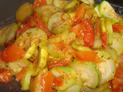cuisiner les courgettes à la poele poêlée courgettes tomates par pitchoune la ronde des