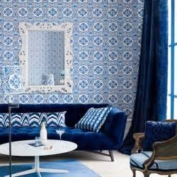 kitchen backsplash wallpaper ideas idées déco pour votre salon marocain le bleu à l 39 honneur