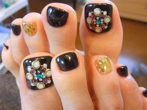 Nail Arts Latest Designs : 17 Beautiful & Stylish Pedicure Nail Art Ideas To Try This