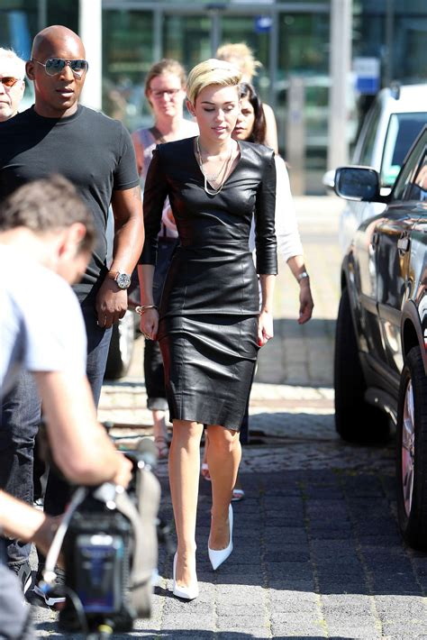 Miley Cyrus In Tight Black Dress On The German Sat 1 Tv Show