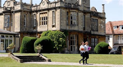 Best Allgirls Schools In England Boarding And Day School For Girls Aged 3 18