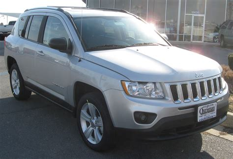 File:2011 Jeep Compass -- 02-17-2011.jpg - Wikimedia Commons