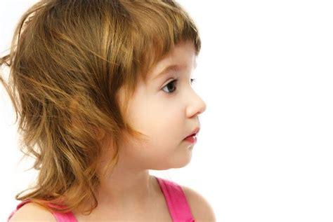 short bangs and a layered haircut frame the face and keep