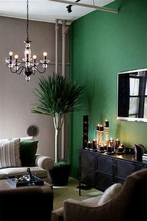 green livingroom how to use green in black white room