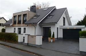 Einfamilienhaus Mit Garage : einfamilienhaus mit beleuchteter garage ~ Lizthompson.info Haus und Dekorationen