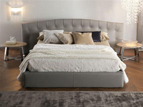 comodini da letto prestigioso letto in pelle fiore hermas by chaarme chaarme
