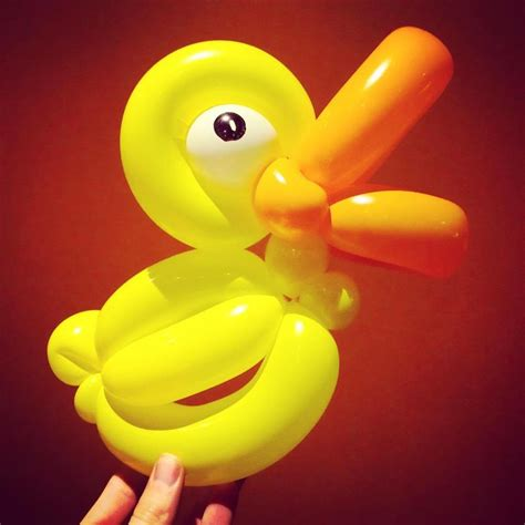 simple step  step guide  making  duck  balloons