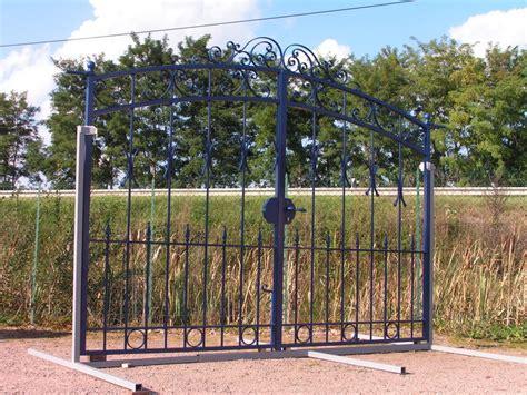 ladaire en fer forge portail exposition fer forge bleu charollais brionnais serrurerie c b s