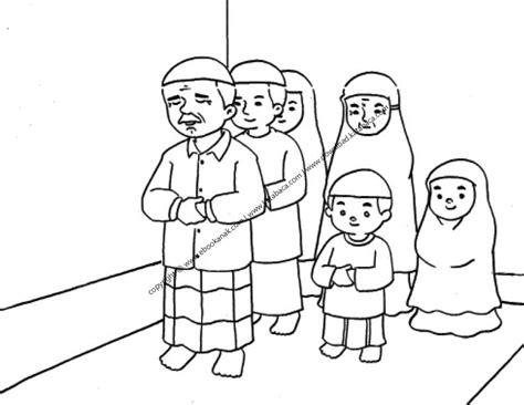 gambar mewarnai satu keluarga sedang shalat berjamaah 23