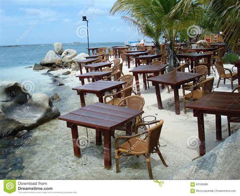 tables et chaises de restaurant dans le photo stock image 63185989