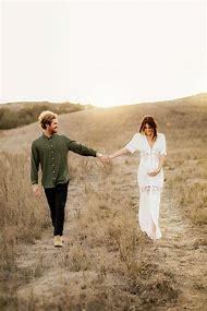Outdoor Couple Maternity Photography Ideas