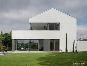moderne architektur satteldach die besten 17 ideen zu moderne häuser auf moderne architektur moderne häuser und
