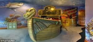 Viking Longboat Bed by Foto C 226 Nd Banii Transformă Copilăria 238 Ntr O Poveste De