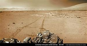 Curiosity pulls into Kimberly and spies curvy terrain for ...