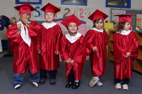 kindergarten caps amp gowns 576 | KINDER~2web