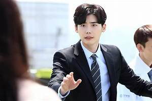 """Lee Jong Suk Tries To Save Suzy In New """"While You Were ..."""
