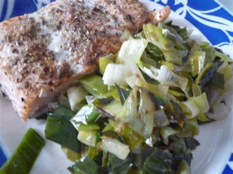 pavé de saumon en papillote pav 233 de saumon en papillote et fondue de poireaux la cuisine sans polyamines