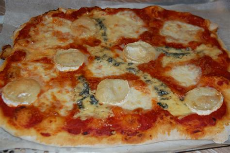 pizza 4 fromages maison p 226 te 224 pizza maison maman 231 a d 233 borde