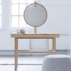 Coiffeuse Miroir Led : phine coiffeuse avec miroir lumineux bloomingville ~ Teatrodelosmanantiales.com Idées de Décoration